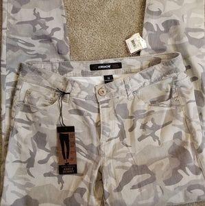 NWT Jordache camo jeans (12)